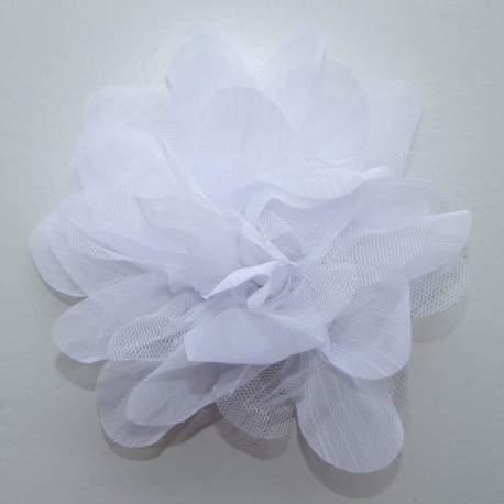 Bloem van tule en organza wit