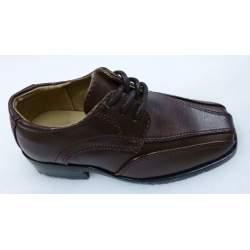Nette bruine jongensschoen met veter