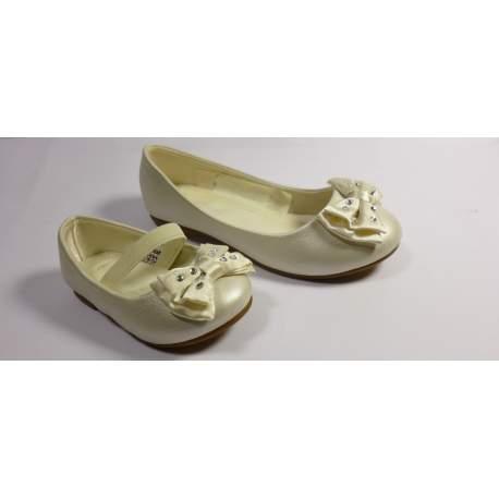 Bruidsmeisjes schoen met een strikje met strass