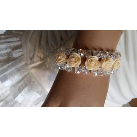 Armband met roosjes en kralen champagnekleur