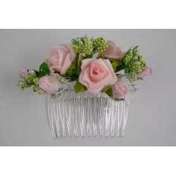 Kam met roze bloemen en groene blaadjes