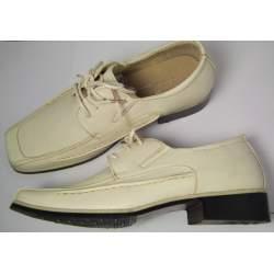 Lichtbeige jongensschoen met veter
