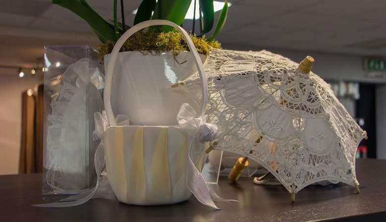 Bruidsparaplu's en strooimandjes